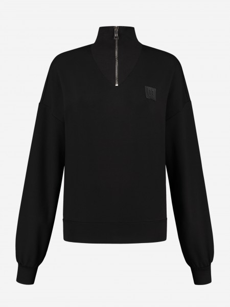 Sporty sweater with zipper