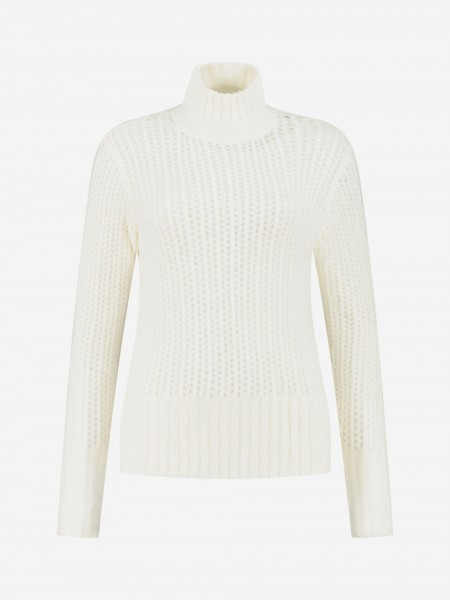 Loose knit with high collar